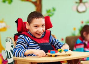 Jongen EMB rolstoel therapie 1